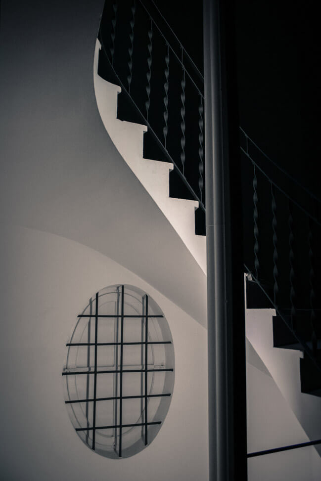 040209-dali-museum-stairs-in-figueres