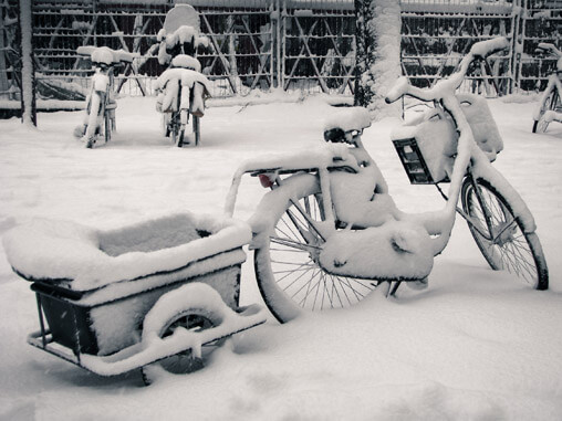 053610-snowy-bikes-in-holland2