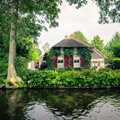 068311-giethoorn-canal-green-house