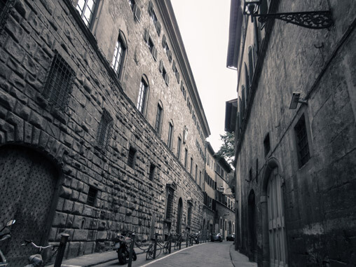 075112-street-in-florence