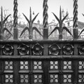 079814-gate-in-london